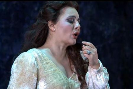 Liana Haroutounian canta la Canzone del salice al San Carlo